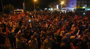 Akhisar'da 'Darbeye hayır' nöbeti